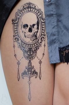 big leg skull in the mirror tattoo