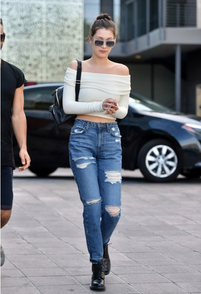 cropped long sleeve t shirt boyfriend jeans