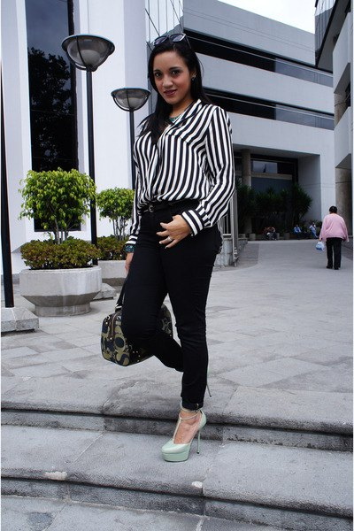 d6f0d042 How to Wear Black and White Striped Shirt for Women - FMag.com