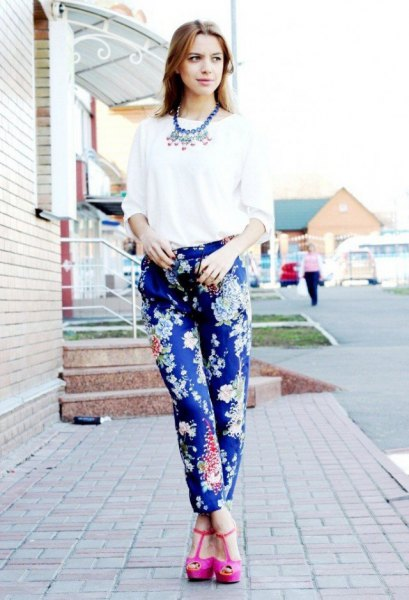 blue printed pants white blouse pink heels