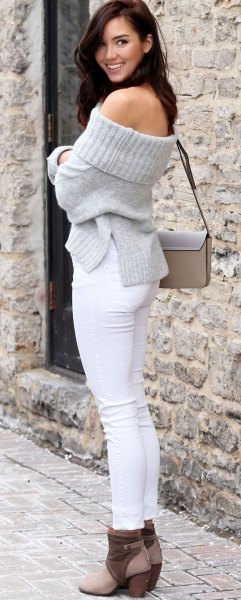 grey off shoulder knit sweater white skinny jeans