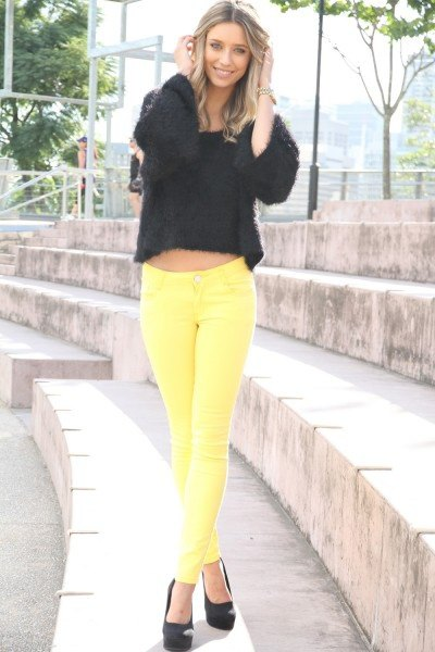 black cropped knit sweater yellow jeans