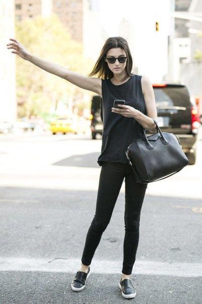 black sneakers tank top skinny jeans