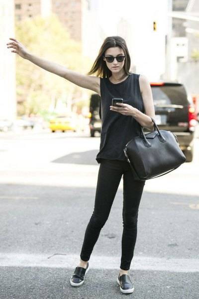 black sneakers tank top skinny jeans