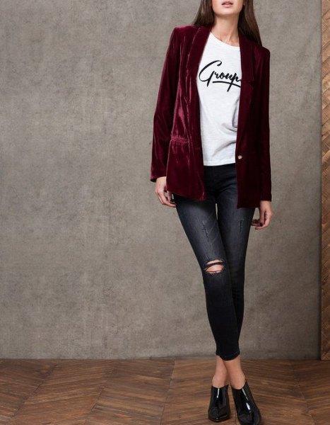 black velvet blazer white print tee skinny jeans