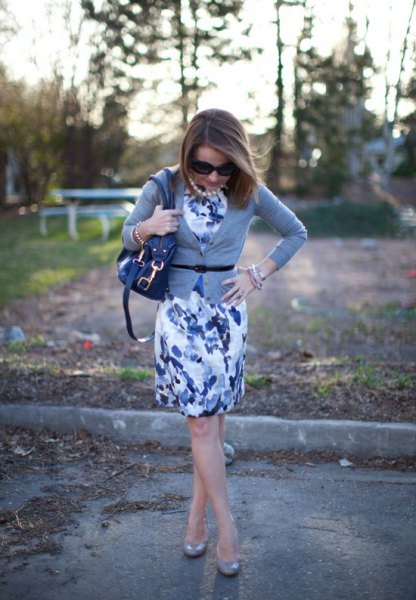 blue floral sheath dress outfit