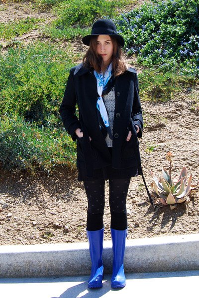 blue rain boots wool coat leggings