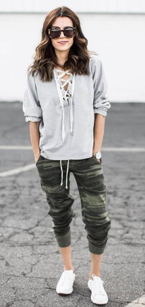 cropped army pants grey hoodies white sneakers