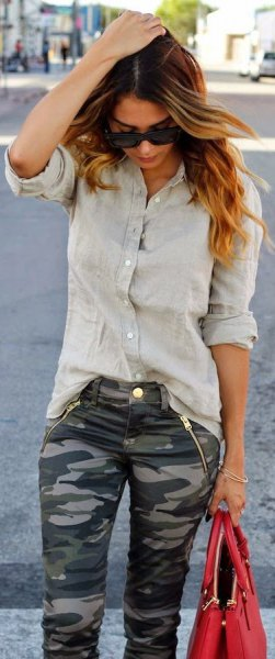 grey boyfriend shirt camo pants