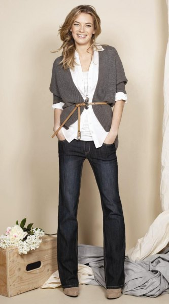 grey cardigan white shirt wide leg jeans