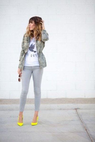 grey jeans camo jacket yellow heels