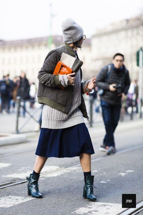 khaki jacket pleated skirt