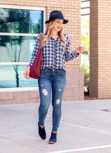 navy short boots felt hat plaid shirt