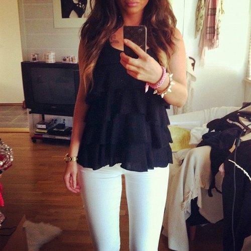 ruffle vest top white skinny jeans