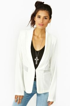 white blazer jeans outfit