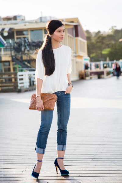 white blouse cuffed skinny jeans