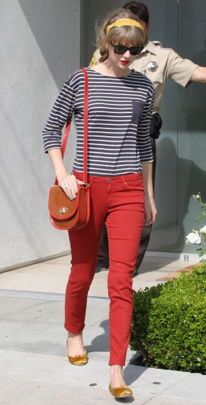 black and white striped tee red skinny jeans