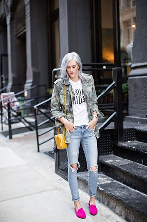 camo jacket ripped jeans outfit