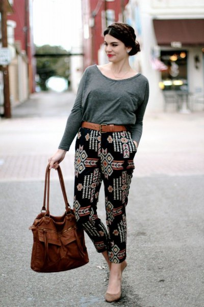 grey long sleeve t shirt black printed pants