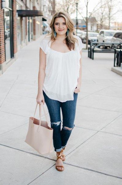 white ruffle top cuffed skinny jeans