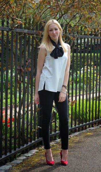 white sleeveless bow blouse black skinny jeans