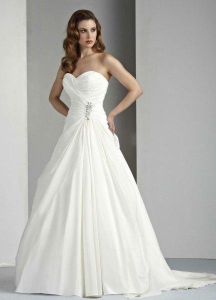 white sweetheart neckline wedding dress