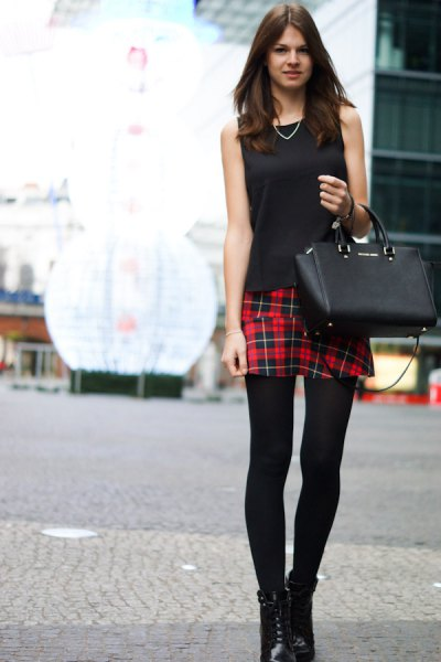 black sleeveless top leggings outfit