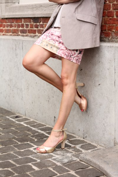 gold peep toe heels grey blazer floral mini skirt
