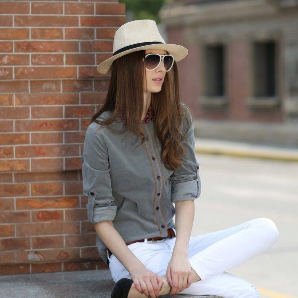grey shirt white skinny jeans straw hat