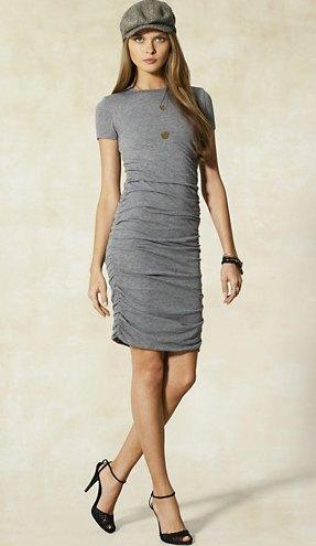 grey t shirt dress flat cap