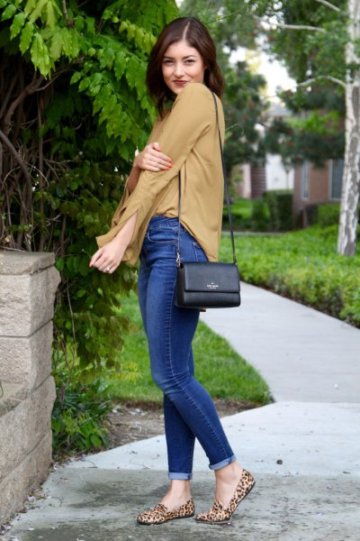 leopard print loafers orange chiffon blouse blue jeans