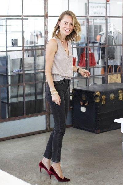 pale pink top dark grey skinny jeans