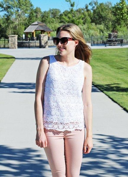 white crochet sleeveless top pink skinny jeans