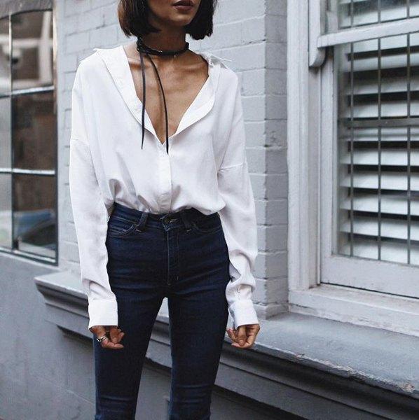 white shirt black skinny jeans choker