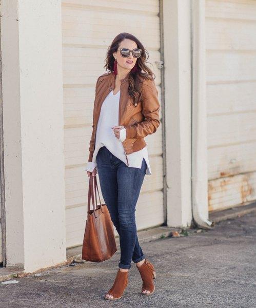 white v neck blouse blue skinny jeans