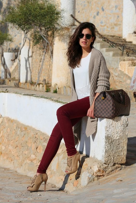 best burgundy jeans outfit ideas