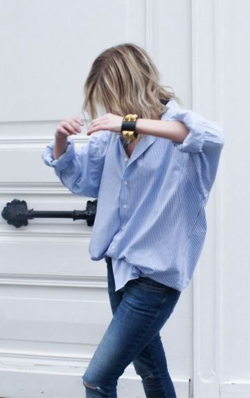 blue and white boyfriend shirt skinny jeans