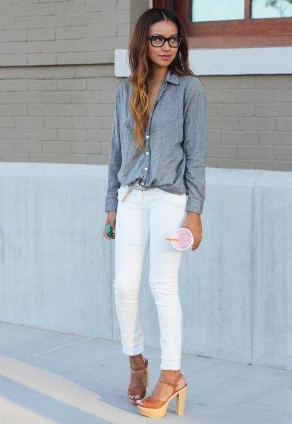 grey shirt white skinny jeans