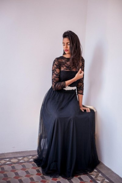 long flowy tulle skirt black lace top