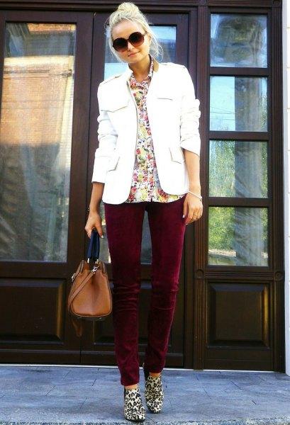 white blazer black skinny pants