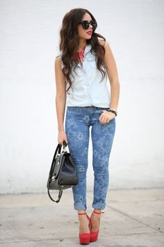 white sleeveless shirt blue floral skinny jeans