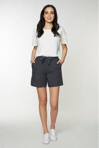 white t shirt grey and white ribbon bow shorts