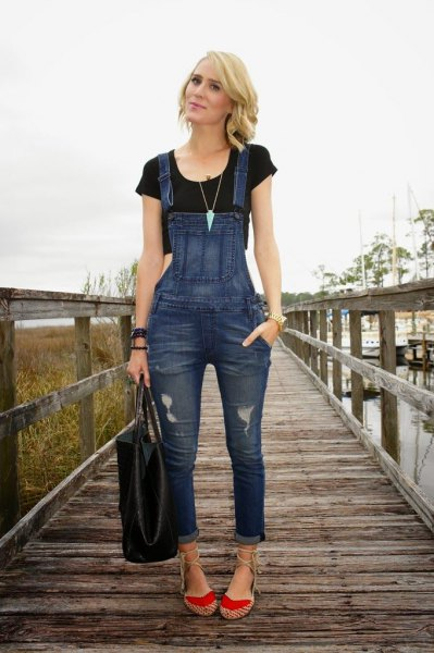 black cropped t shirt with blue denim skinny overalls