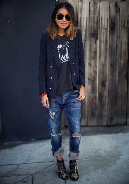black print tee and ripped blue boyfriend jeans