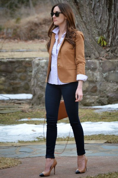 camel blazer with blue button up shirt and black skinny jeans