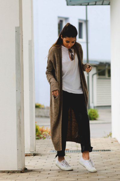 maxi hooded cardigan with white overesized tee and black baggy jeans