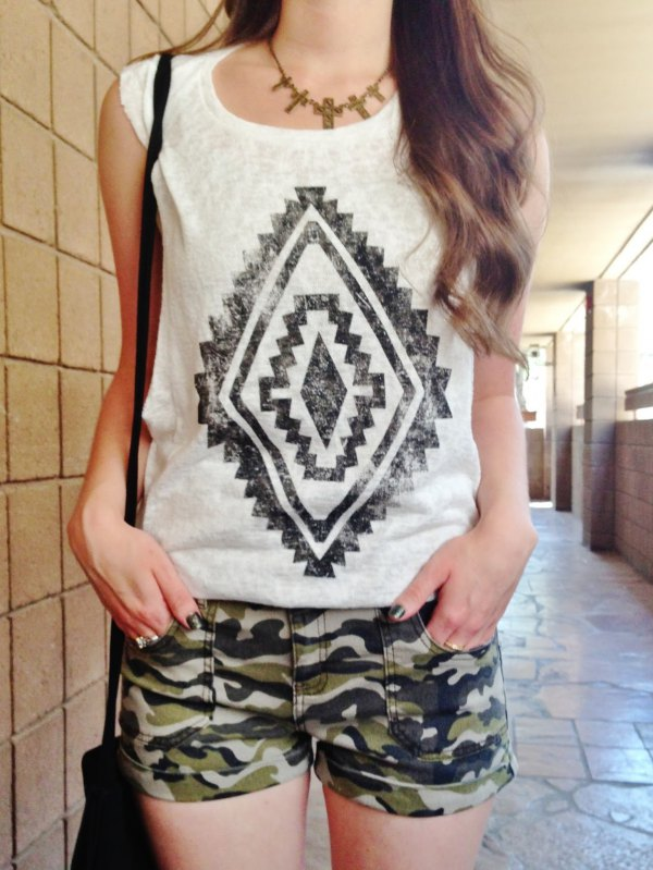 best camo shorts outfit ideas for women