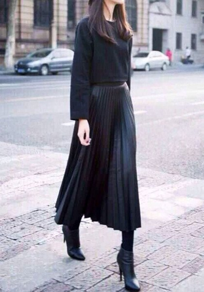 black comfy sweater with maxi pleated skirt