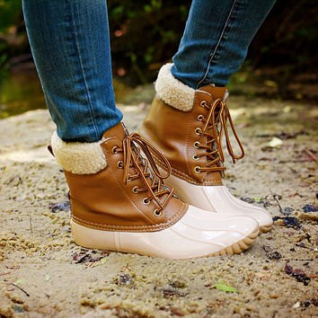 blue skinny jeans with white and brown faux fur duck boots