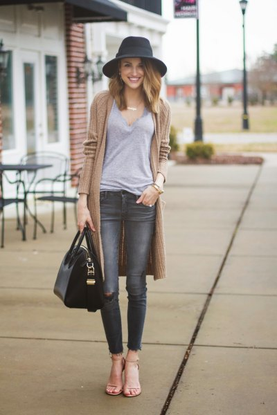 blush pink sweater with grey skinny jeans